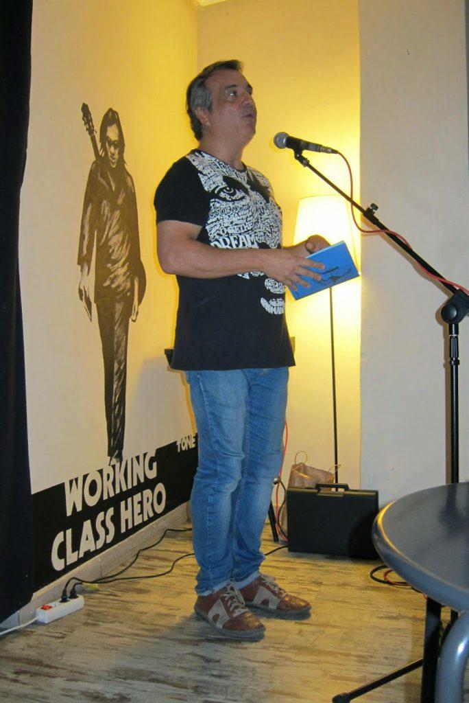 El profesor y poeta Vicente Cervera. Foto de Alberto Caride.