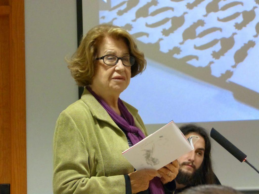 Dionisia García recita su poema.