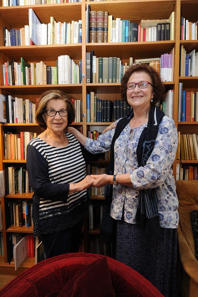 Aurora Saura y Dionisia García en el despacho de la segunda. Foto de Juan Caballero.