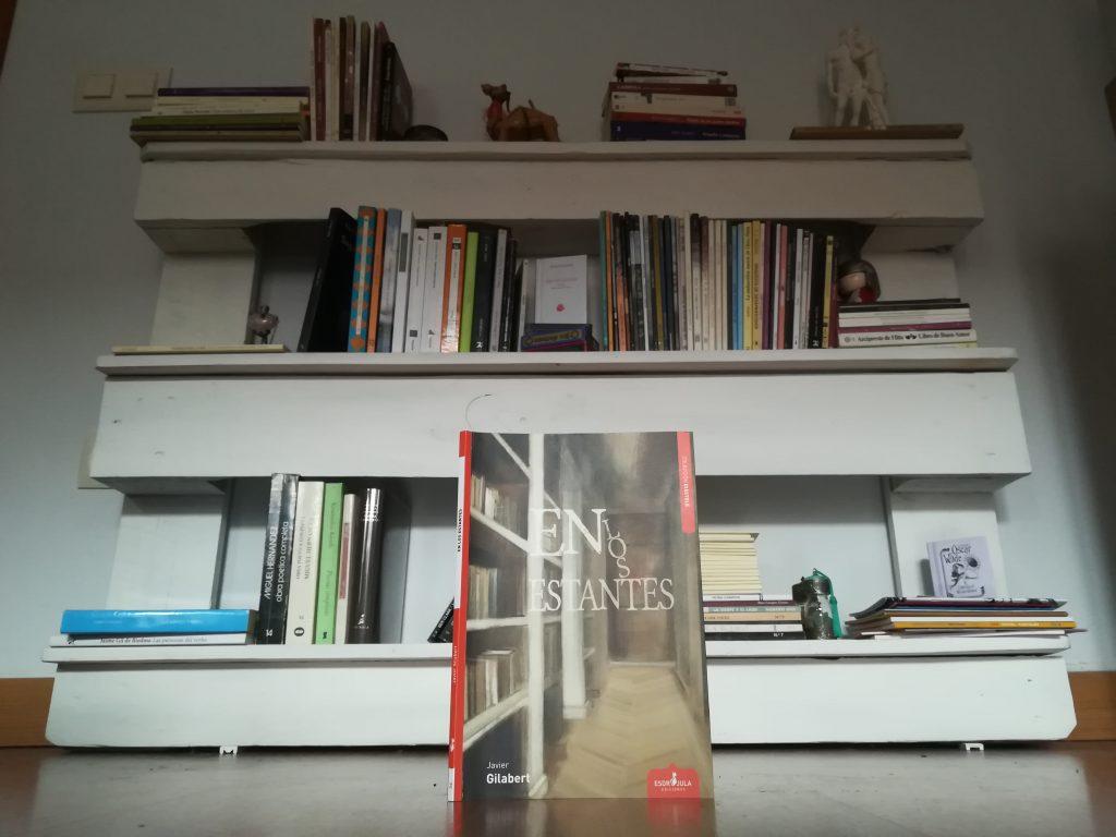 Javier Gilaber ha escrito En los estantes.